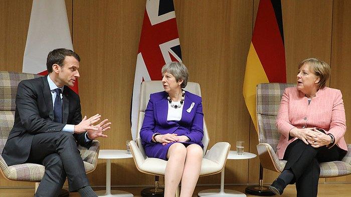 Премьер-министр Великобритании Тереза Мэй, канцлер Германии Ангела Меркель и президент Франции Эммануэль Макрон во время встречи в Брюсселе, 22 марта 2018.