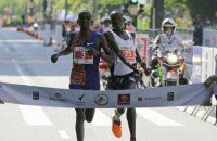 Бігун безглуздо програв відому дистанцію, почавши святкувати за кілька метрів до фінішу