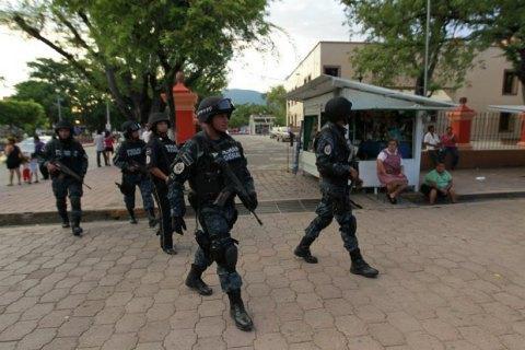 У Мексиці в перестрілці поліції з наркокартелем загинули 14 людей