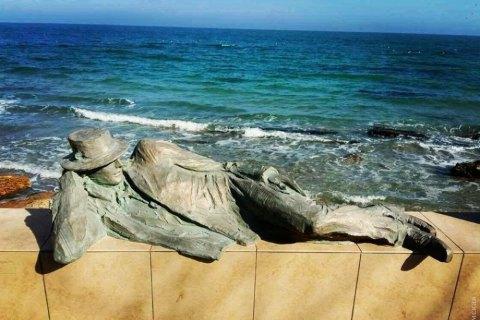 В Одесі біля моря встановили пам'ятник мрійнику