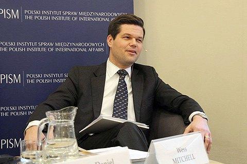 Помічник держсекретаря США з питань Європи відвідає Україну 1-3 травня