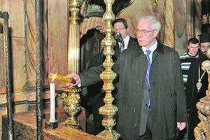 Азаров зажег в Кривом Роге свечи