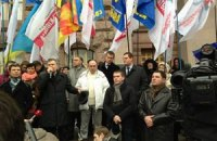 Митинговавшие у Киевсовета двинулись к Раде