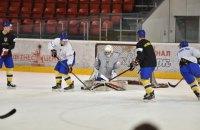 Сборная команда Украины по хоккею не доиграла матч из-за травмы обоих вратарей