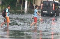 В Житомире ливень затопил центр, а в Черновцах - остановил троллейбусы