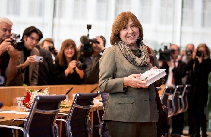 Лауреат Нобелевской премии по литературе Светлана Алексиевич на пресс-конференции в Берлине, 10 октября 2015.