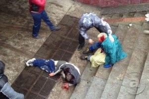 Милиция разыскивает женщину, которая ногами добивала активистов в Харькове