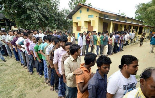Очередь к избирательному участку в одном из индийских штатов
