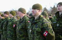Україна попросила продовжити роботу військових інструкторів з Канади