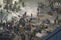 Улицу Грушевского перегородили двумя рядами новых баррикад