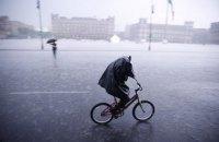 У Києві та області до кінця неділі очікуються град та шквали