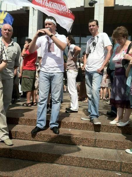 Вячеслав Кириленко выступает под Украинским домом