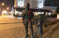 """Пам'ятник """"зеленим чоловічкам"""" в окупованому Сімферополі облили фарбою"""