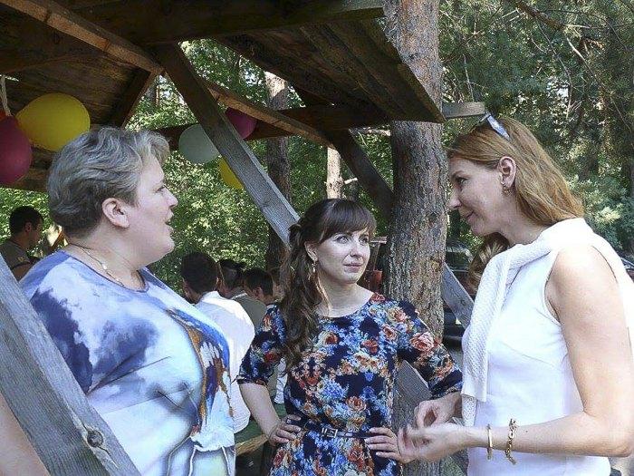 Ольга Матюшина (в центрi) та Ольга Червакова (справа)