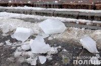 В Полтаве глыба льда упала с крыши дома на 6-летнего ребенка