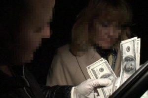 У Києві співробітницю Виконавчої служби затримали за хабар