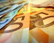 К концу недели евро рухнул на межбанке