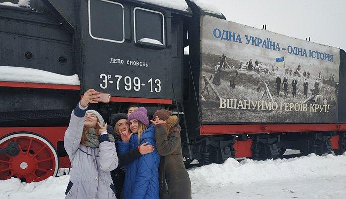 Студентки та школярки під час виступу Тимошенко