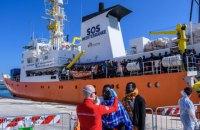 Испания примет судно с мигрантами, которых не пустили в Италию