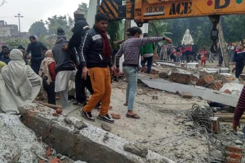 В Индии из-за обвала крыши в крематории погибли 25 человек