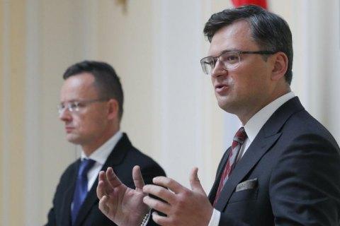 Міністр закордонних справ Угорщини зустрінеться з Кулебою на тлі кризи у відносинах між країнами