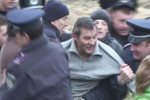 Милиция угрожала расстрелять акцию протеста против вырубки деревьев в Киеве