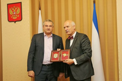 Евродепутат от Польши приехал к Аксенову в Крым