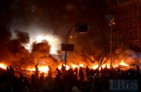 На баррикадах улицы Грушевского собрались 5 тысяч человек