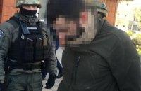 В Киеве правоохранители разоблачили схему сбыта наркотиков на территории воинской части