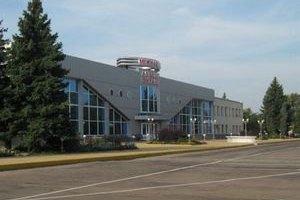 Аэропорт в Луганске приостановил работу
