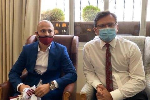 Голова МЗС зустрівся з українським футболістом Зозулею у Мадриді