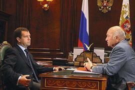 Медведев уволил Лужкова с поста мэра Москвы