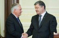 Порошенко согласовал с Тиллерсоном проект резолюции о миротворцах на Донбассе