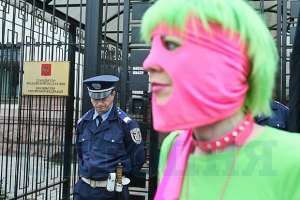 Студентка пришла на встречу с патриархом Кириллом в стиле Pussy Riot