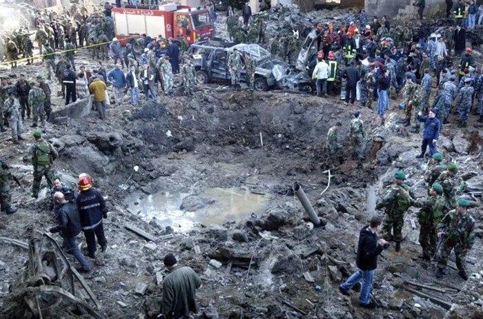 Последствия теракта в Бейруте, в котором погиб бывший премьер-министр Ливана Рафик аль-Харири, 14 февраля 2005.