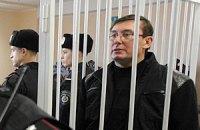 Луценко позволил себя кормить через капельницу