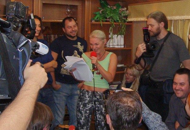 Светлана Поваляева после чтений в салоне отправилась со стихами к пассажирам плацкартных вагонов
