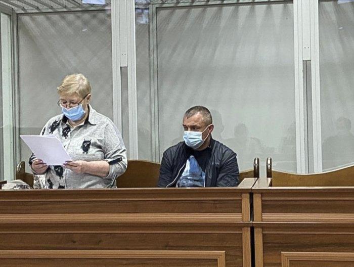 Обвинувачений Олександр Медвідь разом зі своїм захисником на засіданні в Шевченківському суді 31 травня 2021 року.