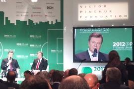 Янукович пригласил инвесторов посмотреть на раздетых женщин