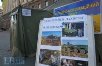 У Рівненській області жінка вкусила працівника військкомату, який намагався вручити повістку її синові на вулиці