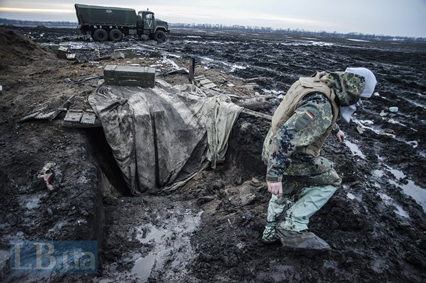 Землянка на позициях украинских артиллеристов