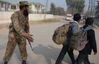 У Пакистані вчителям дозволили приходити на заняття зі зброєю
