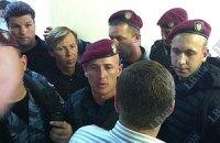 """Между депутатами и """"Беркутом"""" возникла потасовка в суде"""