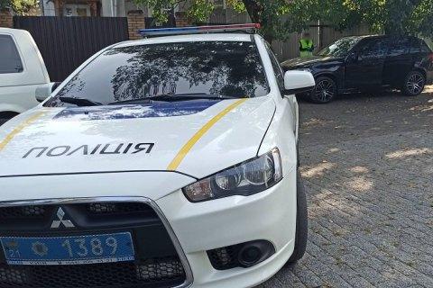 В центре Харькова неизвестные ранили женщину и скрылись на ее BMW