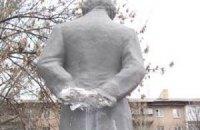 Донецкие вандалы оставили Пушкина без рук