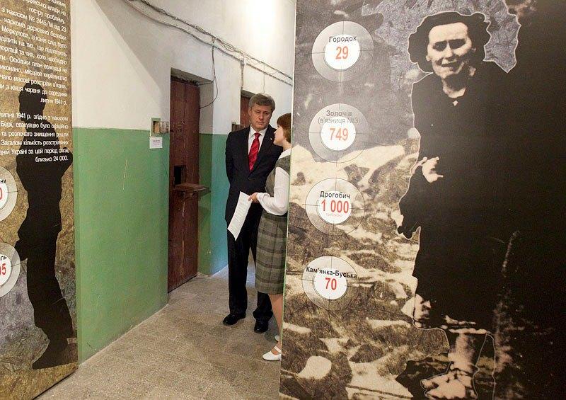 прем'єр Канади Стівен Гарпер у музеї Тюрма на Лонцького