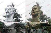 В Бердянске памятник Феликсу Дзержинскому переделали под Максима Кривоноса