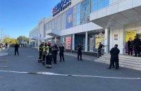 """Полиция проверяет информацию о массовом """"минировании"""" заправок и супермаркетов в Луганской области"""