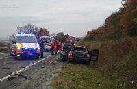 На Львівщині легковик влетів у вантажівку, у ДТП загинуло дві людини