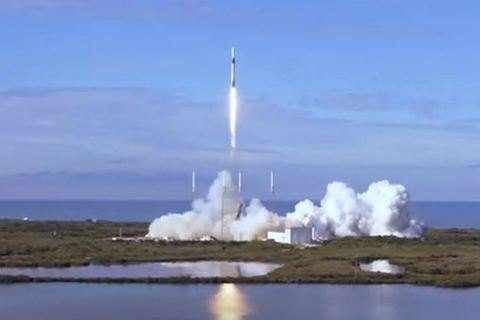 SpaceX запустила в космос ракету с новым стыковочным узлом для МКС